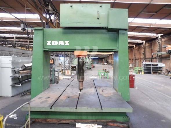 Press / Straightening / CDN 400 B